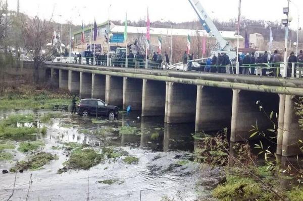 5مصدوم در پی سقوط خودرو به داخل رودخانه مهاباد